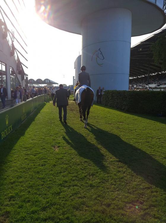 Foto: Lisa Fundis   Philipp und Coby auf dem Weg zur Siegerehrung